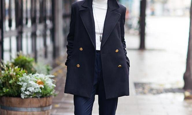 25 Perfect Ways to Style a Navy Blue Coat