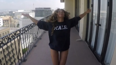 Beyoncé Wiles Out in 7/11 Video | StyleCaster