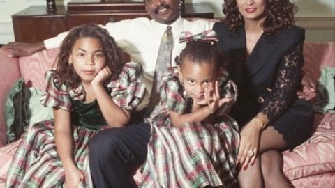 See Solange's 1990 Christmas Throwback | StyleCaster