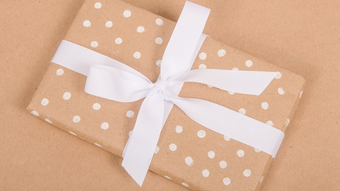 DIY Polka Dot Wrapping Paper | StyleCaster