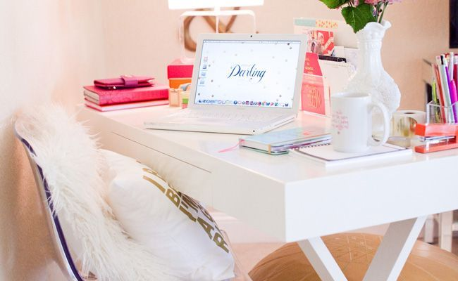 15 Things Every Single Fashion Blogger Has on Her Desk