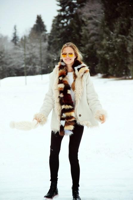 winterwonderland8small 20 Ways to Look Stylish in Winter Boots