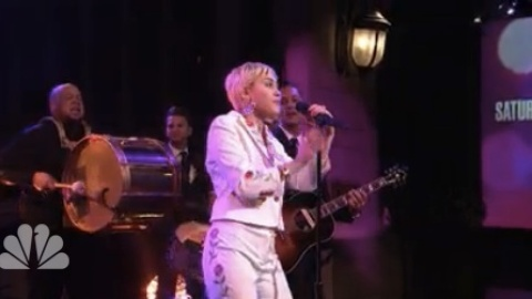 Miley Was Awesome on ''SNL 40' | StyleCaster