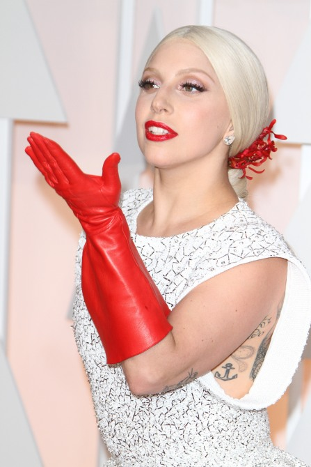 Lady Gaga's Red Gloves at the Oscars