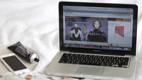 Are You Addicted To Online Shopping? | StyleCaster