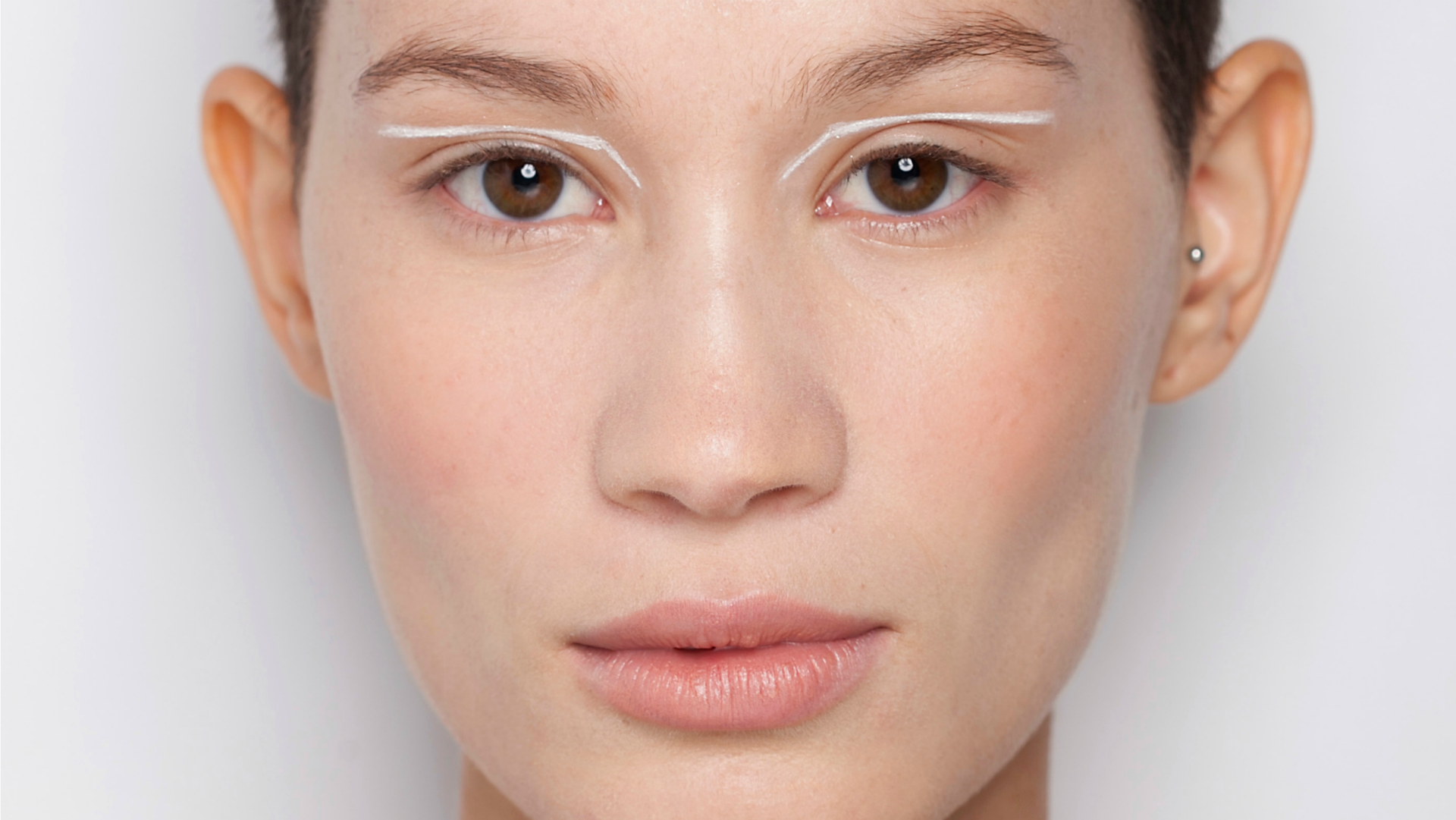 What's the Difference Between Whiteheads and Blackheads? We've Got Answers