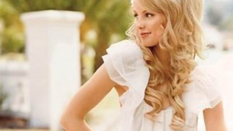 The 10 Best Curly Hair Options For Brides On Pinterest | StyleCaster