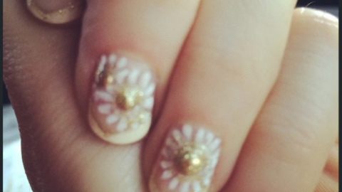 All the Details On the Golden Globes Nails: Metallics, Burgundies & More   StyleCaster