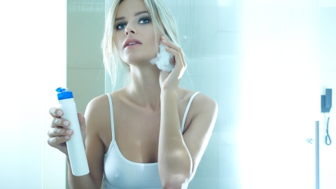 The Right Way to Take Off Your Makeup   StyleCaster