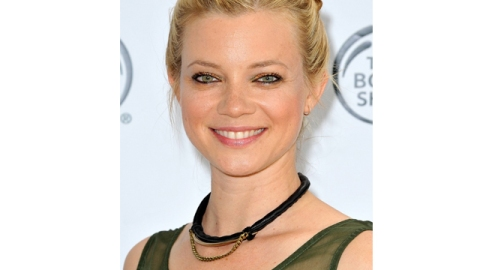 Amy Smart Convinces Us To Take A 3-Minute Shower | StyleCaster