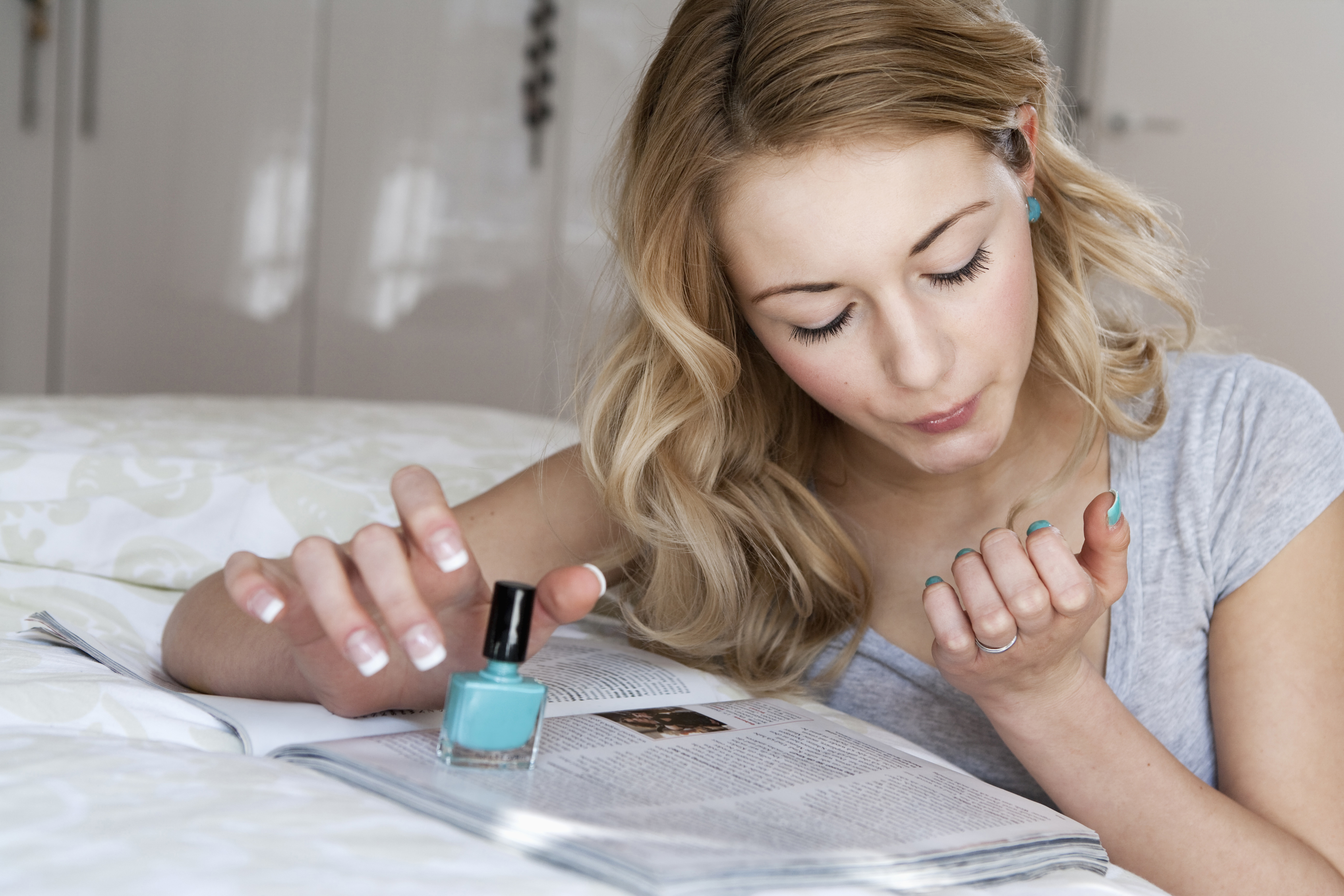 How to Make Nails Dry Faster   StyleCaster