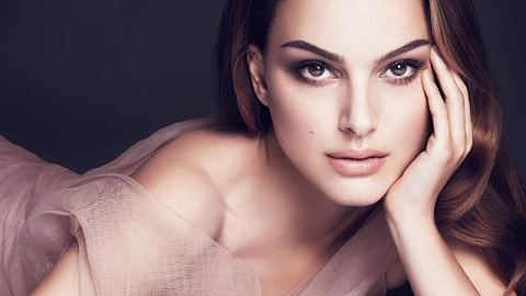 Natalie Portman Glows for New Diorskin Line, Skin Essence   StyleCaster