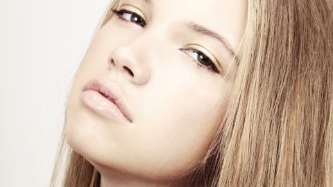 Makeup Tips: How to Use Gold Eye Shadow | StyleCaster
