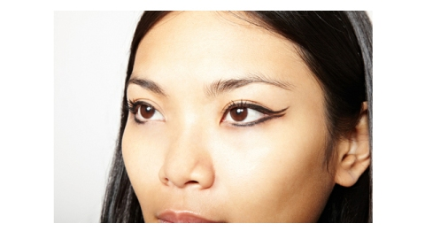 Learn How to Apply Graphic Eyeliner | StyleCaster