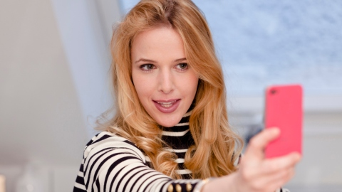 Beauty Buzz: Photoshop for Your Selfies, Bangs for Your Face Shape, More | StyleCaster