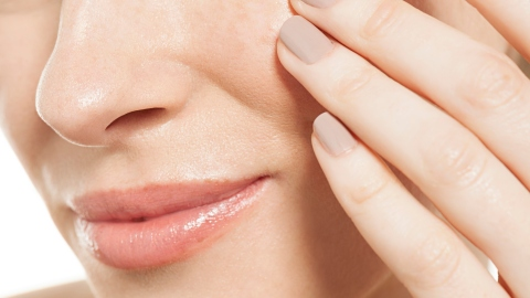 How to Deal With an Under-the-Skin Blemish | StyleCaster
