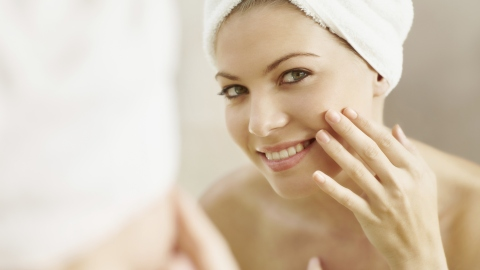 10 Tips for Recovering Your Skin From Last Night | StyleCaster