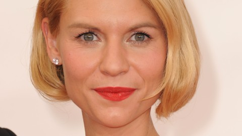 How to Get Claire Danes' Faux Bob and Bold Red Lip From the Emmys | StyleCaster