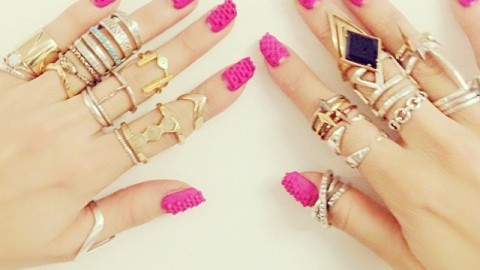 Things You Can't Do When You're Wearing 3D Fake Nails | StyleCaster