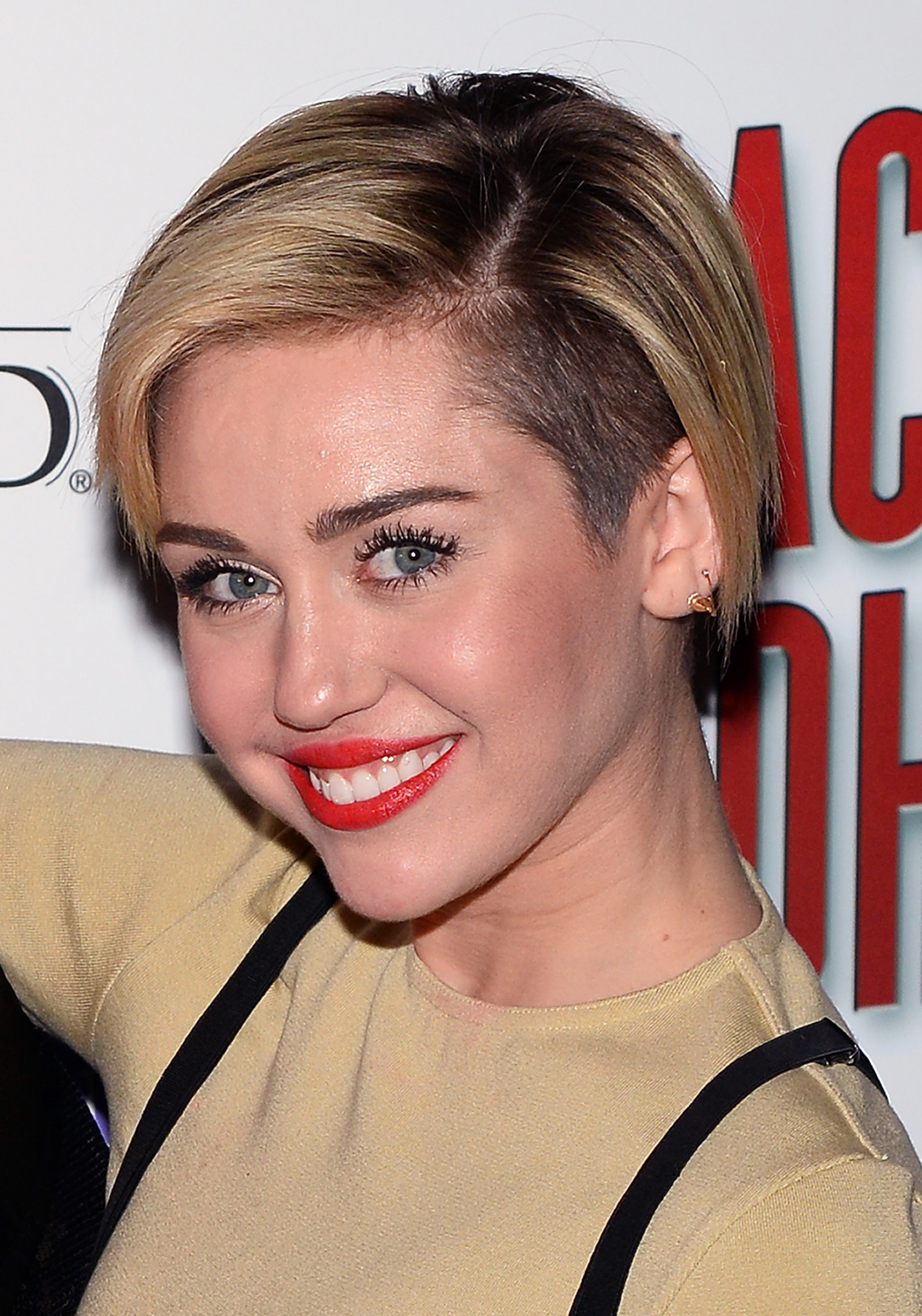 Miley Cyrus Grows Out Her Pixie Haircut Stylecaster