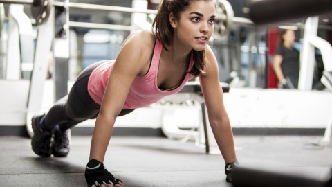 Gross Gym Habits That Are Ruining Your Skin | StyleCaster