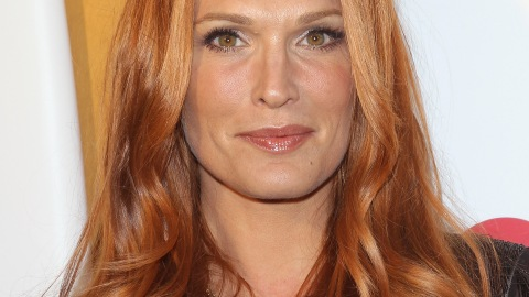Beauty Buzz: Molly Sims is a Redhead, Olympian's Favorite Products, More | StyleCaster