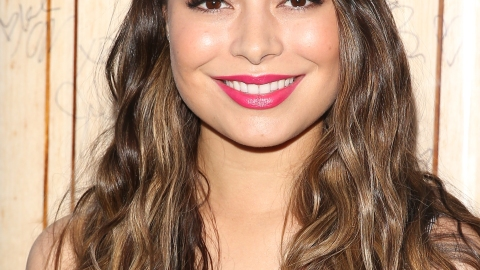Miranda Cosgrove Talks About Her Famous Selfies | StyleCaster