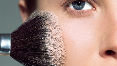 Ask an Expert: Should I Use Loose or Pressed Powder? | StyleCaster