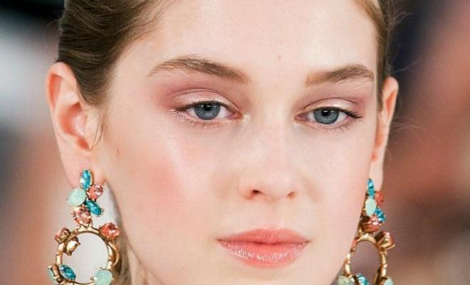 7 On-Trend Hair and Makeup Looks to Try Now