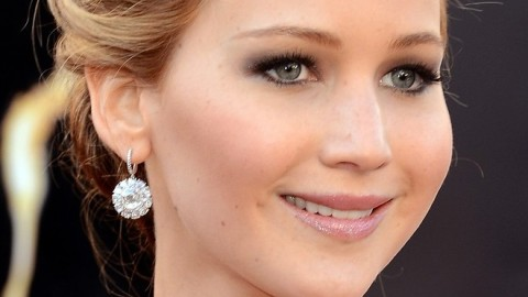 See All the Angles of Jennifer Lawrence's Tousled Oscars Updo & Get the Look Yourself | StyleCaster