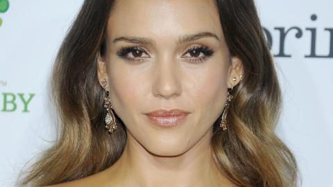 Jessica Alba Tries Out a Metallic Lip | StyleCaster