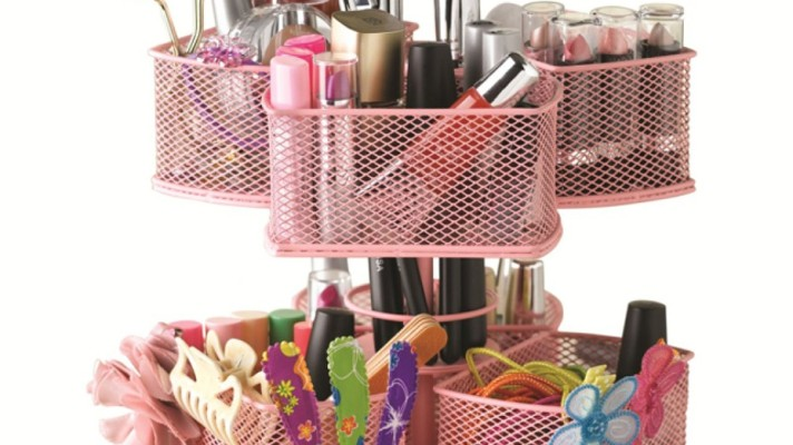 8 Spring Cleaning Tricks for Your Makeup Bag