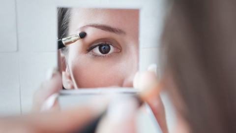 Ask an Expert: How Should I Do Makeup on Small Eyes? | StyleCaster