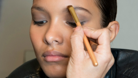8 Smarter Ways to Put On Your Makeup | StyleCaster