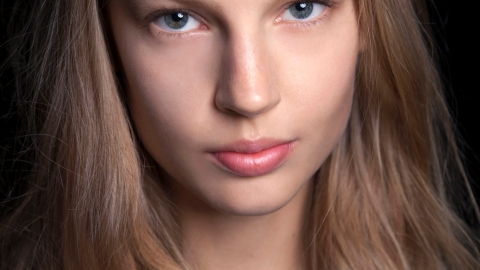 How You Should Be Applying Face Oils | StyleCaster