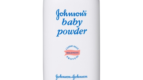 10 Weird (But Awesome!) Ways to Use Baby Powder For Beauty | StyleCaster