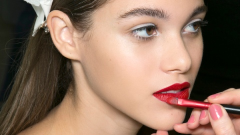 How to Wear Bright Lipstick All Day | StyleCaster