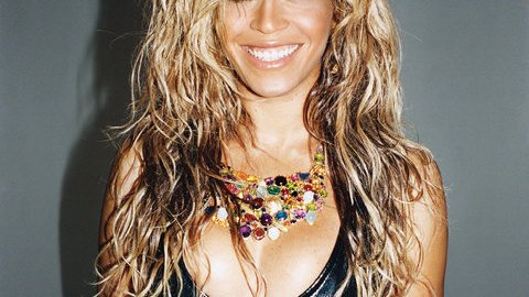 Beauty Buzz: Beyonce Shows Off Fresh-From-the-Beach Waves, How to Properly Take Off Eye Makeup, More | StyleCaster