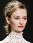 10 Tiny Hair Accessories That Make Your Entire Look