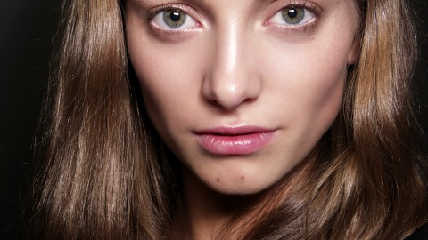 Mastering The Dewy Look: Glowy vs. Greasy | StyleCaster