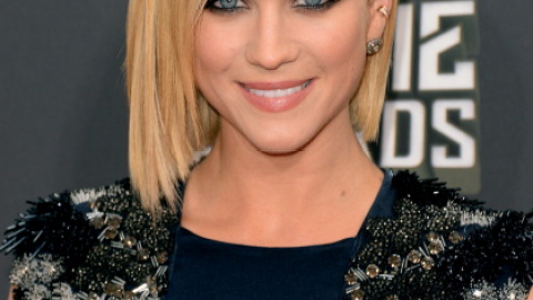 Get Brittany Snow's Smokey Eye Makeup Look From the MTV Movie Awards   StyleCaster