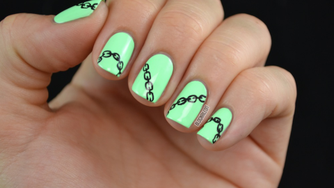 Learn How to Create This Chain Nail Art on Your Tips | StyleCaster