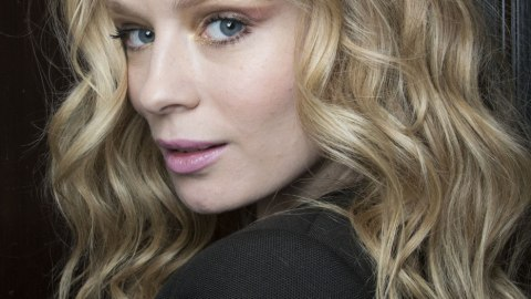 How to Tame Frizzy, Curly Hair in the Winter | StyleCaster