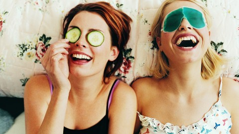 15 Beauty-Related Conversations You've Definitely Had With Your Best Friend | StyleCaster