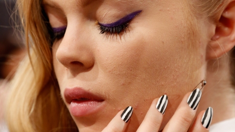 Steal the Purple Winged Eyeliner Look From the Spring 2014 Runway   StyleCaster