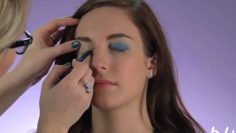 WATCH: How to Actually Wear Blue Eyeshadow   StyleCaster