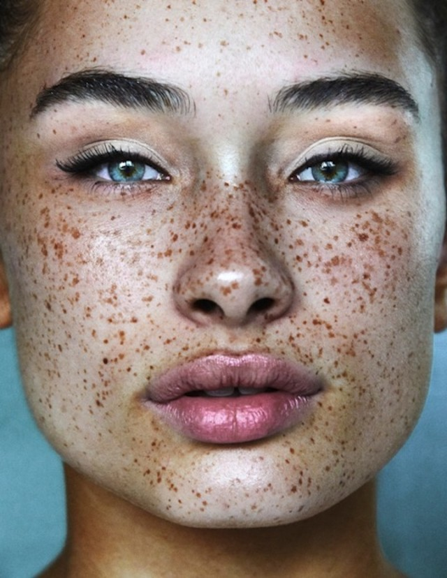 8 Makeup Looks That Make Freckles Look
