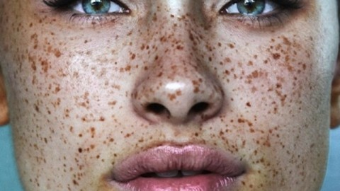8 Makeup Looks That Make Freckles Look Amazing | StyleCaster