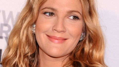 Beauty Buzz: Drew Barrymore to Launch Makeup Line, Kardashian's Beauty Line in Trouble, More | StyleCaster