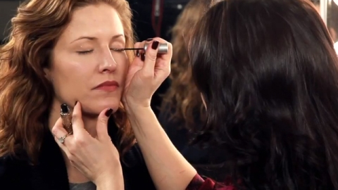 Watch: Learn How to Use Glitter Liner | StyleCaster